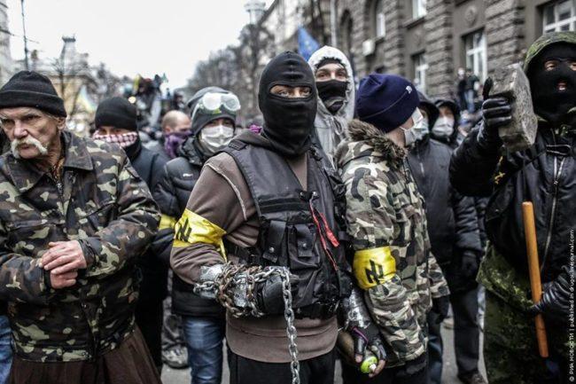 Ukraina ligger på dødsleiet. Mediene presenterer landet som som et demokrati.
