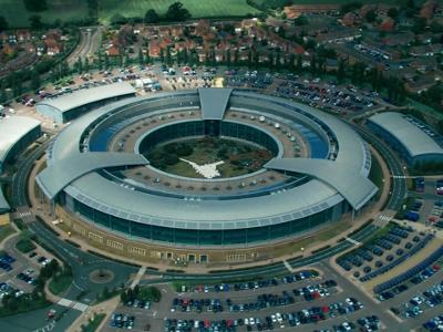 Five Eyes er en etterretningsallianse mellom Australia, Canada, New Zeeland, Storbritannia og USA. Disse deltagende landene er tilknyttet den gjensidige UKUSA-avtalen, en avtale for felles samarbeid i signal-etteretning. (utdrag fra engesk-versjonen av Wikipedia)