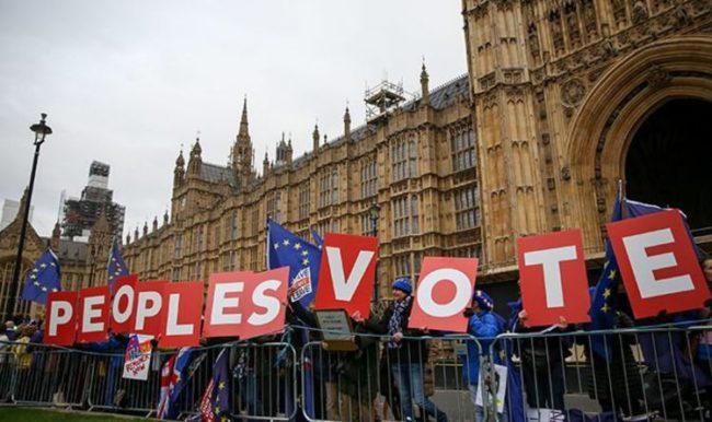 I Dag og Tid sin lederartikkel skriver redaktøren at folkeavstemninger er en trussel mot demokratiet. Men det er en selvmotsigelse.