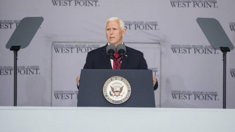 USA visepresident forbereder nyutdannete offiserer på krig.